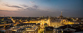 Vista notturna del centro di Milano