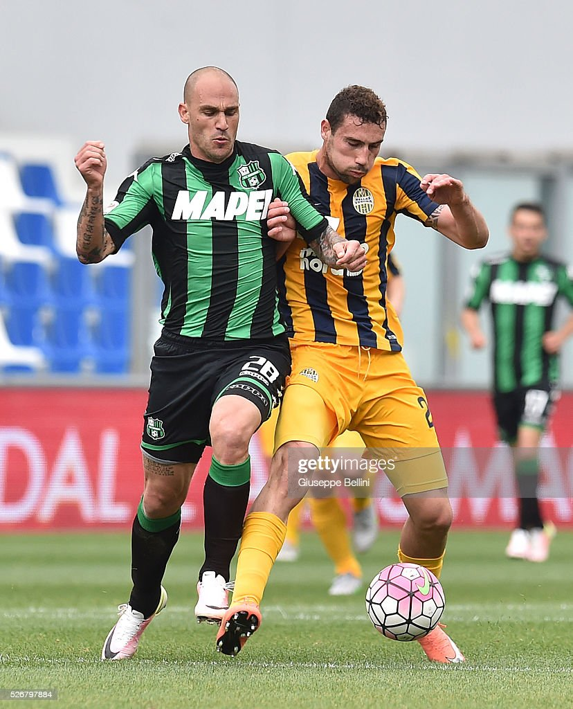 Paolo Cannavaro of US Sassuolo Calcio and Artur Ionita of Hellas Verona FC in action during the Serie A match between US Sassuolo Calcio and Hellas Verona FC at Mapei Stadium - Citt���� del Tricolore on May 1, 2016 in Reggio nell'Emilia, Italy