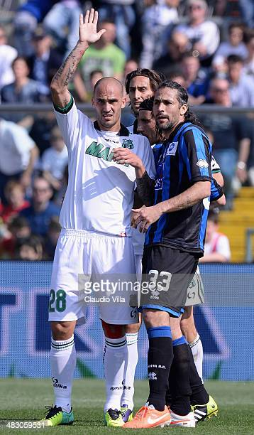 Paolo Cannavaro of US Sassuolo Calcio and Mario Yepes of Atalanta BC during the Serie A match between Atalanta BC and US Sassuolo Calcio at Stadio...