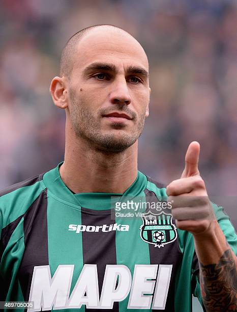 Paolo Cannavaro of US Sassuolo gives a thumbs up during the Serie A match between US Sassuolo Calcio and SSC Napoli on February 16 2014 in Reggio...