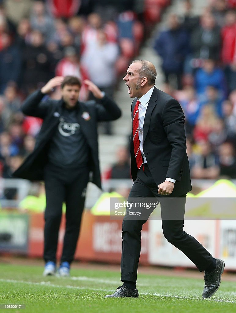 <a gi-track='captionPersonalityLinkClicked' href=/galleries/search?phrase=Paolo+Di+Canio&family=editorial&specificpeople=215237 ng-click='$event.stopPropagation()'>Paolo Di Canio</a> manager of Sunderland gives instructions (R) as <a gi-track='captionPersonalityLinkClicked' href=/galleries/search?phrase=Mauricio+Pochettino&family=editorial&specificpeople=234444 ng-click='$event.stopPropagation()'>Mauricio Pochettino</a> manager of Southampton reacts during the Barclays Premier League match between Sunderland and Southampton at the Stadium of Light on May 12, 2013 in Sunderland, England.