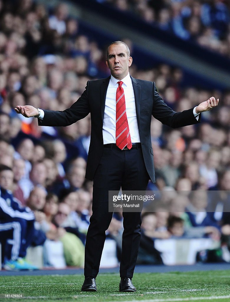 <a gi-track='captionPersonalityLinkClicked' href=/galleries/search?phrase=Paolo+Di+Canio&family=editorial&specificpeople=215237 ng-click='$event.stopPropagation()'>Paolo Di Canio</a>, manager of Sunderland on the touch line during the Barclays Premier League match between West Bromwich Albion and Sunderland at The Hawthorns on September 21, 2013 in West Bromwich, England.