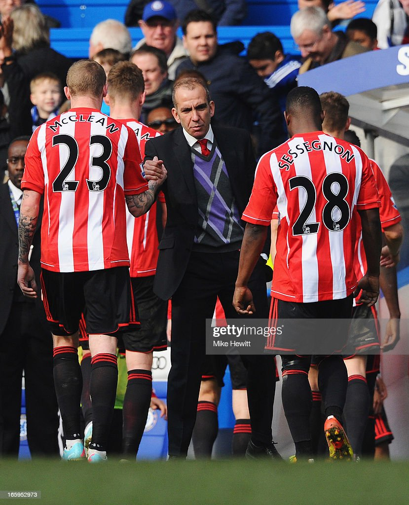 Paolo Di Canio, manager of Sunderland shakes hands with his players after the Barclays Premier League match between Chelsea and Sunderland at Stamford Bridge on April 7, 2013 in London, England.