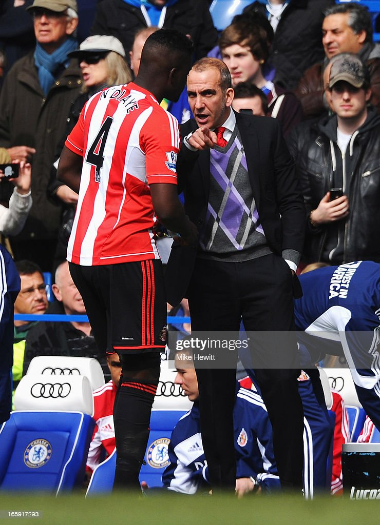 <a gi-track='captionPersonalityLinkClicked' href=/galleries/search?phrase=Paolo+Di+Canio&family=editorial&specificpeople=215237 ng-click='$event.stopPropagation()'>Paolo Di Canio</a>, manager of Sunderland talks to <a gi-track='captionPersonalityLinkClicked' href=/galleries/search?phrase=Alfred+N%27Diaye&family=editorial&specificpeople=5553791 ng-click='$event.stopPropagation()'>Alfred N'Diaye</a> of Sunderland prior to the Barclays Premier League match between Chelsea and Sunderland at Stamford Bridge on April 7, 2013 in London, England.
