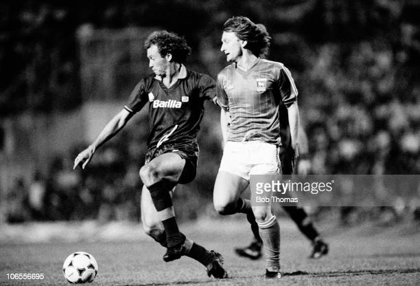 Paolo Falcao of AS Roma shields the ball from Ipswich Town striker Eric Gates during their UEFA Cup 1st round 1st leg match at the Olympic Stadium in...