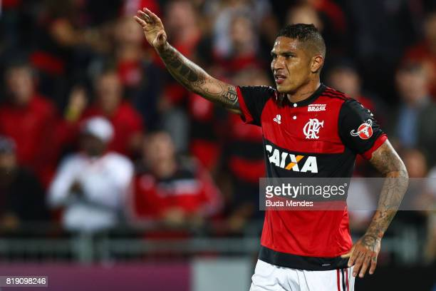 Paolo Guerrero celebrates a scored goal against Palmeiras during a match between Flamengo and Palmeiras as part of Brasileirao Series A 2017 at Ilha...