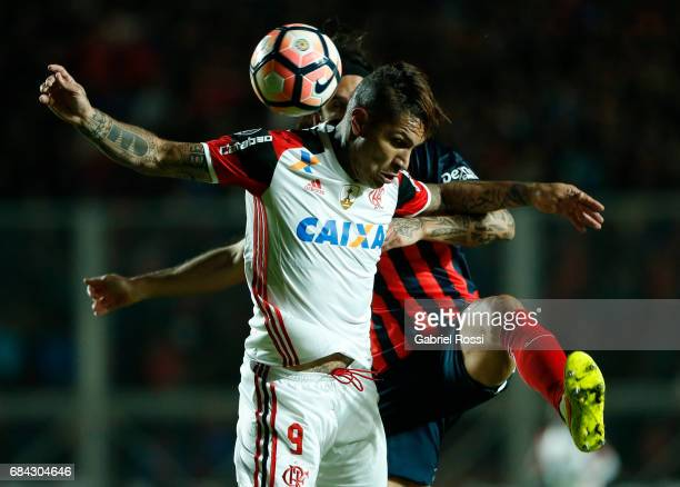 Paolo Guerrero of Flamengo and Marcos Angeleri of San Lorenzo go for a header during a group stage match between San Lorenzo and Flamengo as part of...