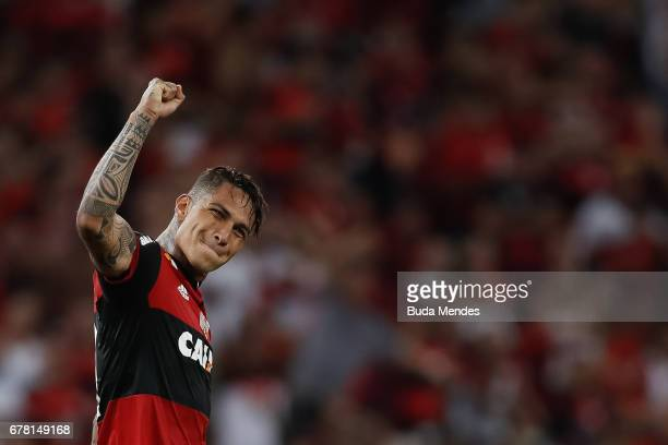 Paolo Guerrero of Flamengo celebrates a scored goal against Universidad Catolica during a match between Flamengo and Universidad Catolica as part of...