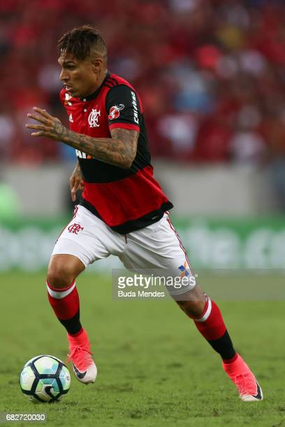 Paolo Guerrero of Flamengo controls the ball during a match between Flamengo and Atletico MG part of Brasileirao Series A 2017 at Maracana Stadium on...