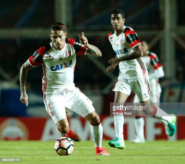 Paolo Guerrero of Flamengo drives the ball during a group stage match between San Lorenzo and Flamengo as part of Copa CONMEBOL Libertadores...
