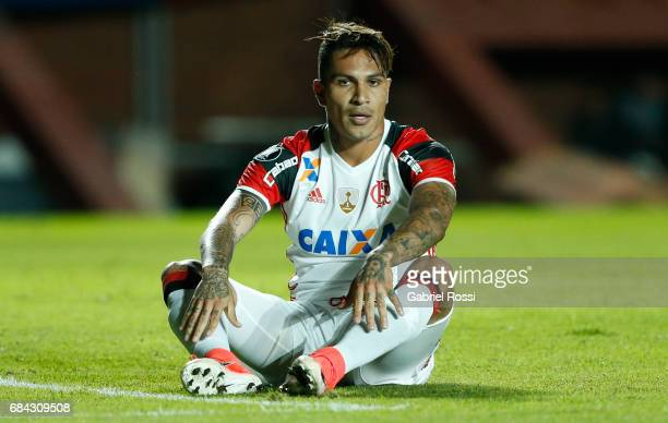 Paolo Guerrero of Flamengo gestures during a group stage match between San Lorenzo and Flamengo as part of Copa CONMEBOL Libertadores Bridgestone...