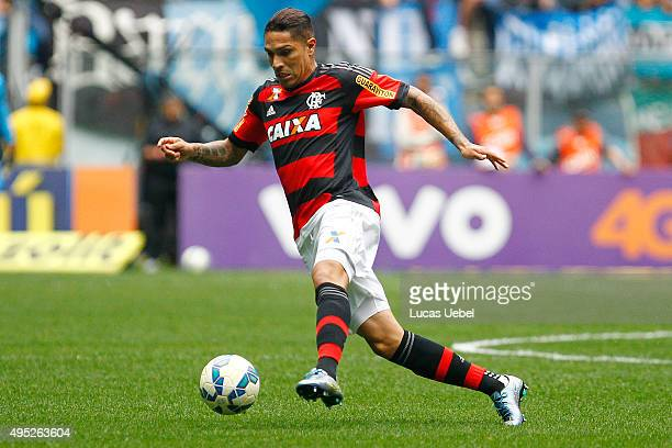 Paolo Guerrero of Flamengo runs with the ball during the match Gremio v Flamengo as part of Brasileirao Series A 2015 at Arena do Gremio on November...
