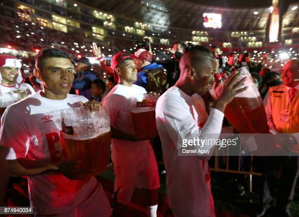 Paolo Hurtado Wilder Cartagena and Luis Advincula of Peru celebrate the qualification after the second leg match between Peru and New Zealand as part...