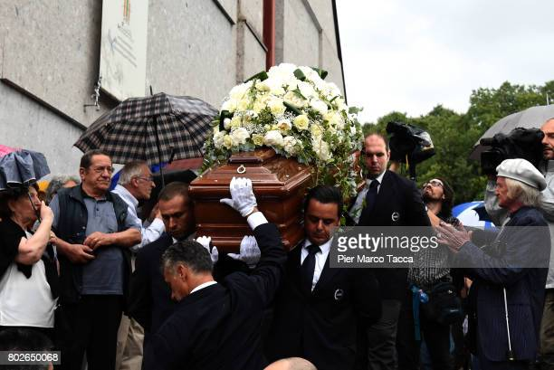 Paolo Limiti's coffin is carried out the church of Santa Maria Goretti on June 28 2017 in Milan Italy Paolo Limiti was born in Milan on May 8 was a...