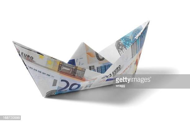 Barchetta di carta in euro