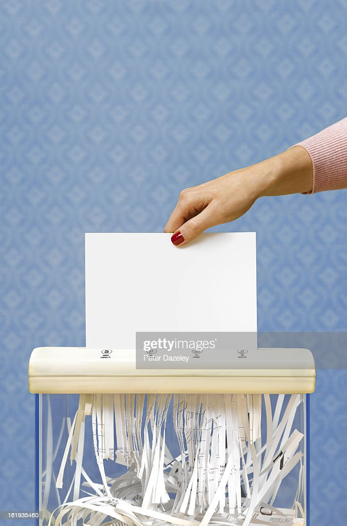 Paper shredder with copy space