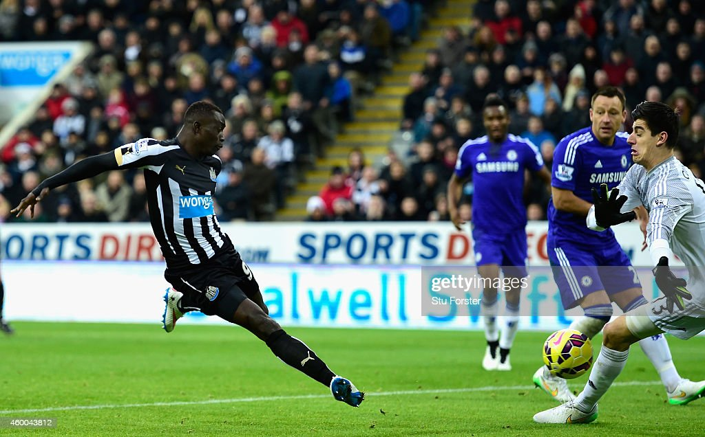 Papiss Cisse of Newcastle (l) scores the opening goal during the Barclays Premier League match between Newcastle United and Chelsea at St James' Park on December 6, 2014 in Newcastle upon Tyne, England.