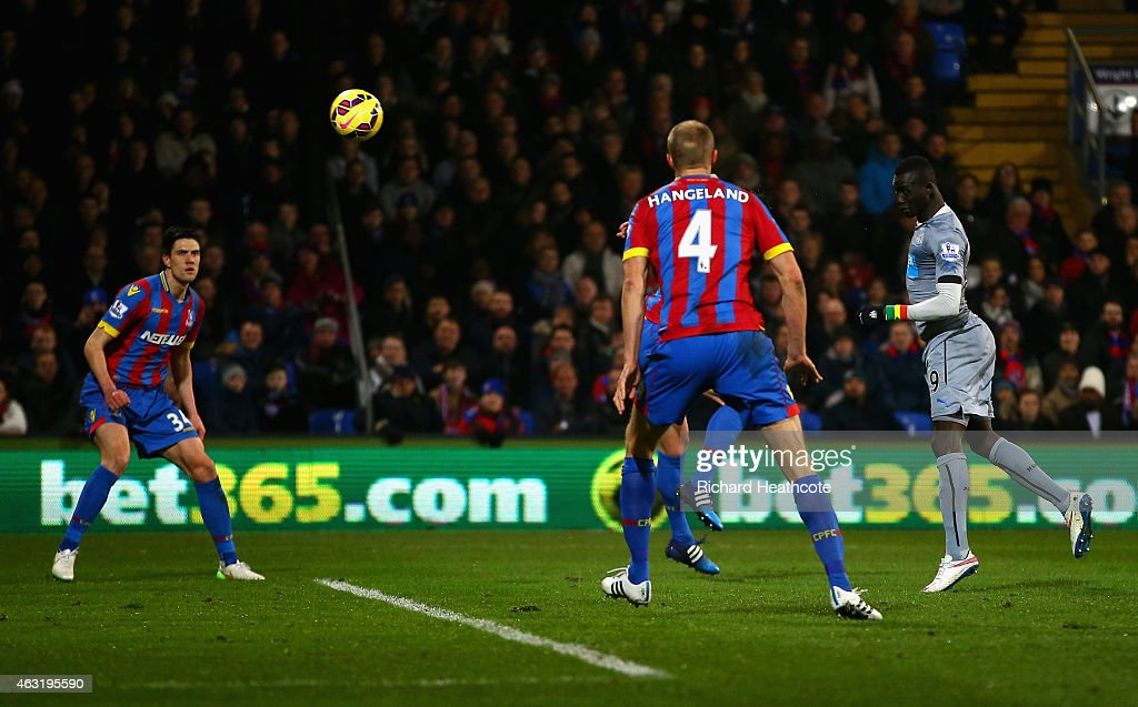 Papiss Demba Cisse of Newcastle United scores their first goal during the Barclays Premier League match between Crystal Palace and Newcastle United at Selhurst Park on February 11, 2015 in London, England.