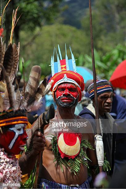 Papua New Guinea The inhabitants of the village Rukus in the highlands of Papua New Guinea celebrate a Sing Sing in traditional costumes