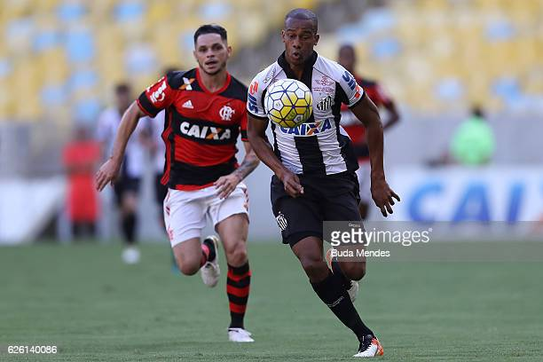 Para of Flamengo struggles for the ball with Copete of Santos during a match between Flamengo and Santos as part of Brasileirao Series A 2016 at...