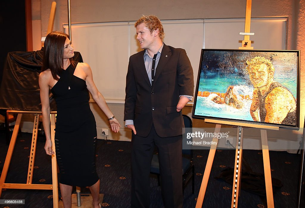 Para-Athlete <a gi-track='captionPersonalityLinkClicked' href=/galleries/search?phrase=Cameron+Leslie&family=editorial&specificpeople=5525988 ng-click='$event.stopPropagation()'>Cameron Leslie</a> and artist Amber Stephens reveal the portrait during the Prime Ministers' Dinner, presented by Paralympics New Zealand & Adecco at Royal New Zealand Yacht Squadron, on November 12, 2015 in Auckland, New Zealand..