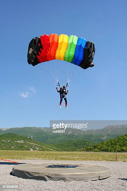 Fallschirmspringer landen