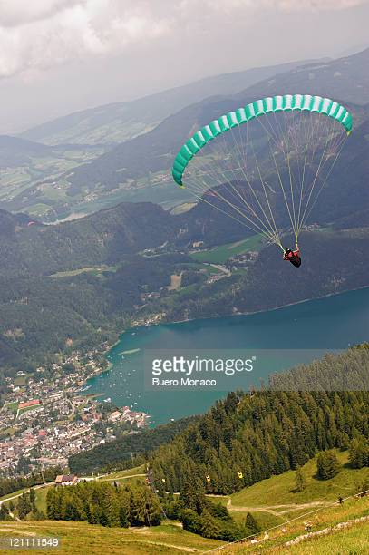 paraglider over wolfgangsee, view from zwoelferhor