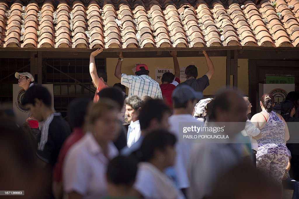 Paraguayans wait to vote at a polling station during the general elections in Asuncion on April 21, 2013. Voters in Paraguay cast ballots Sunday to choose a new leader and try to turn the page on a political crisis that saw the impeachment of leftist president Fernando Lugo ten months ago. AFP PHOTO/Pablo PORCIUNCULA
