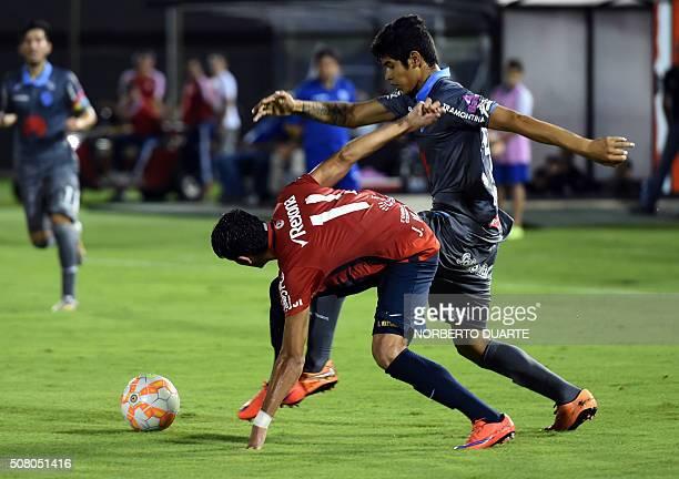 Paraguays Cerro Porteno player Julio Villalba vies for the ball with Jean Pool Cartagena of Bolivia's Bolivar during their Copa Libertadores U20...