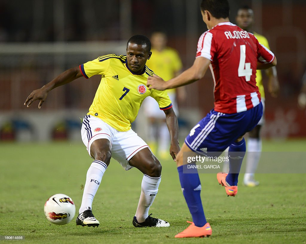 Paraguay's defender Junior Alonso vies for the ball with Colombia's forward Mauricio Cuero, during their South American U-20 final round football match at Malvinas Argentinas stadium in Mendoza, Argentina, on February 3, 2013. Paraguay, Colombia, Uruguay and Chile qualified for the FIFA U-20 World Cup Turkey 2013.