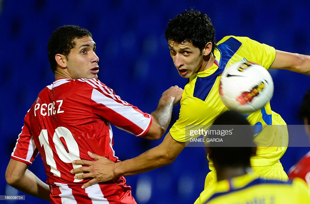 Paraguay's defender Matias Perez vies for the ball with Ecuador's midfielder Andres Ona during their South American U-20 final round football match at Malvinas Argentinas stadium in Mendoza, Argentina, on January 27, 2013. Four teams will qualify for the FIFA U-20 World Cup Turkey 2013.