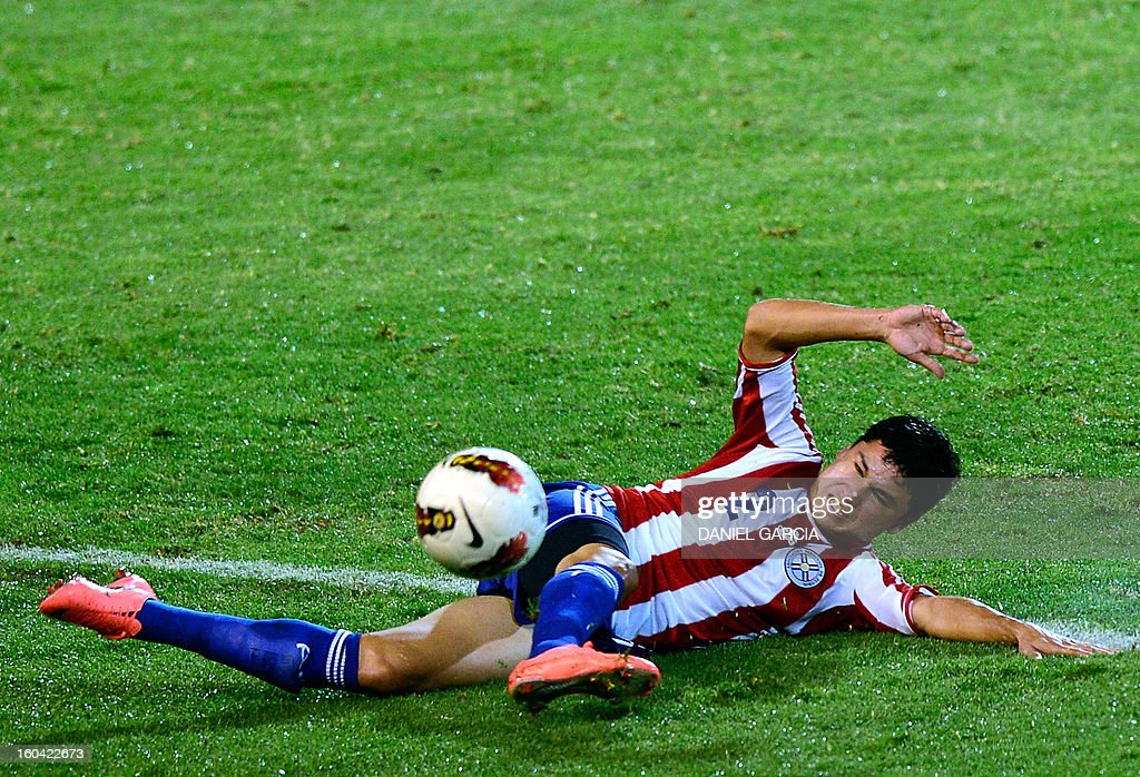 Paraguay's defender Miller Mareco takes the ball with Uruguay's during their South American U-20 final round football match against Uruguay at Malvinas Argentinas stadium in Mendoza, Argentina, on January 30, 2013. Four teams will qualify for the FIFA U-20 World Cup Turkey 2013.
