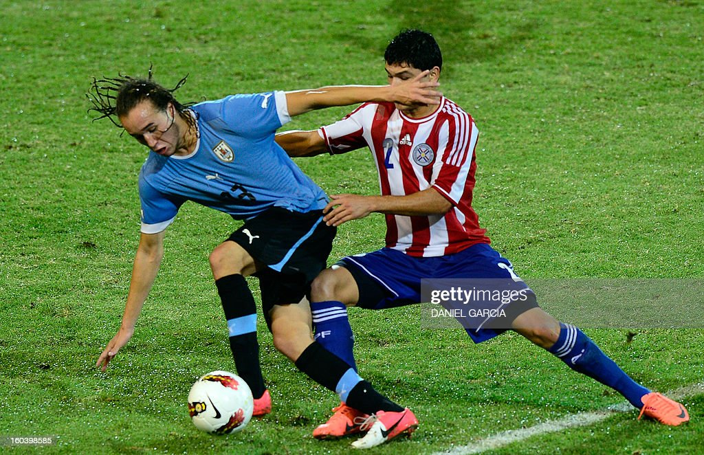 Paraguay's defender Miller Mareco vies for the ball with Uruguay's midfielder Diego Laxalt Suarez, during their South American U-20 final round football match at Malvinas Argentinas stadium in Mendoza, Argentina, on January 30, 2013. Four teams will qualify for the FIFA U-20 World Cup Turkey 2013. AFP PHOTO / DANIEL GARCIA