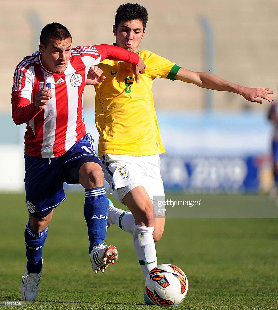 Paraguay's footballer Christian Vargas (L) vies for the ball with Brazil's Gustavo during the South American U-17 Football Championship, at the Juan Gilberto Funes stadium in San Luis, Argentina, on April 28, 2013.