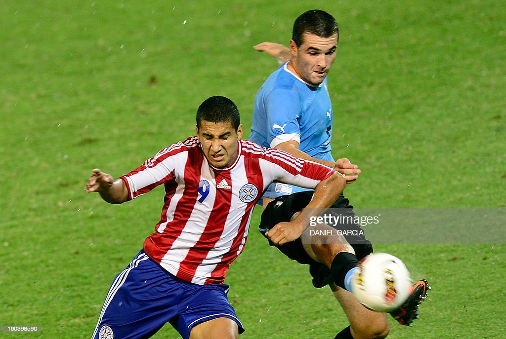Paraguay's forward Cecilio Dominguez vies for the ball with Uruguay's defender Fabricio Formiliano during their South American U-20 final round football match at Malvinas Argentinas stadium in Mendoza, Argentina, on January 30, 2013. Four teams will qualify for the FIFA U-20 World Cup Turkey 2013.