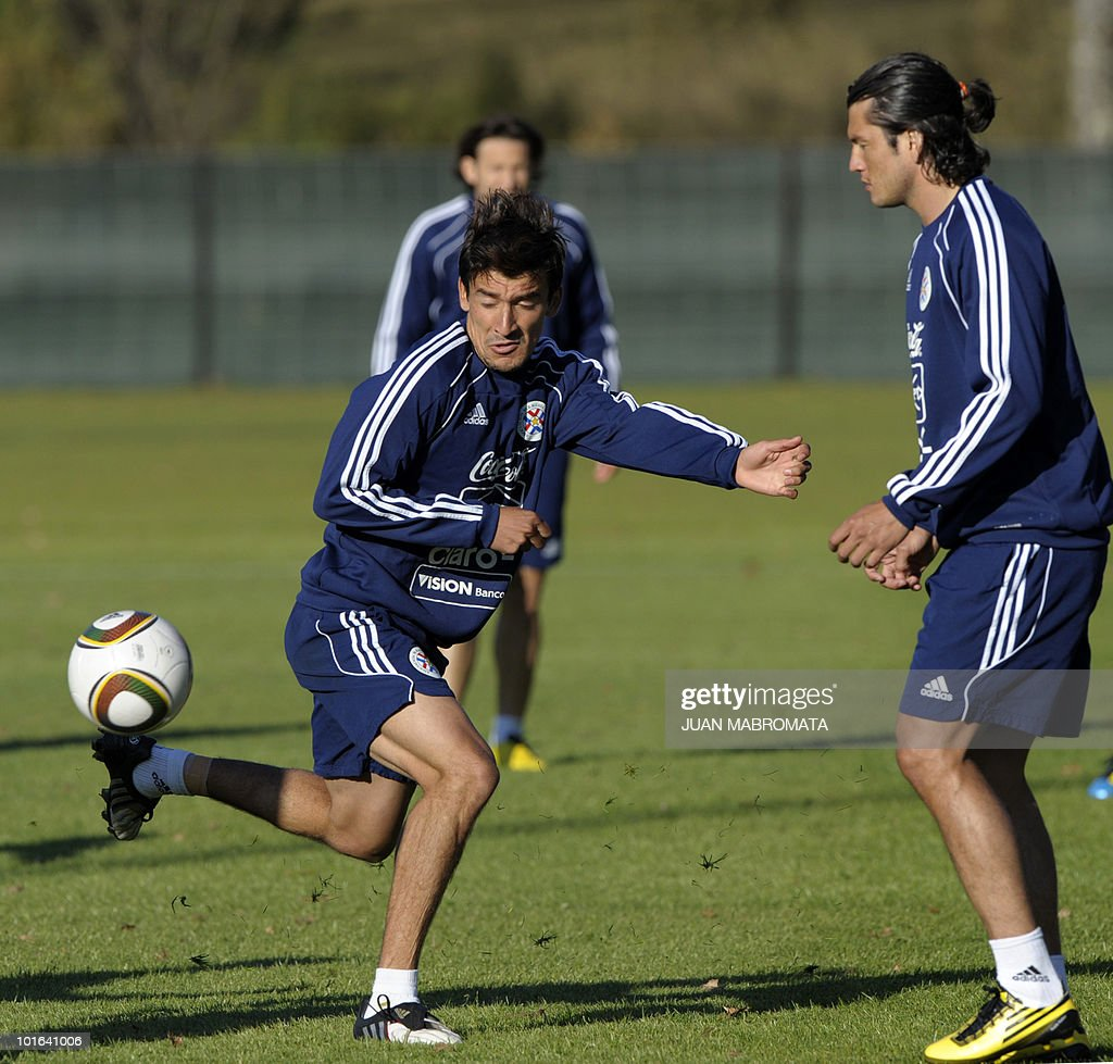 Paraguay's forward Edgar Benitez (L) stops the ball next to forward Nelson Haedo during a training session at Michaelhouse school in Balgowan on June 5, 2010. Pararguay will face Italy in their opening match of the 2010 World Cup South Africa in Cape Town on June 14.