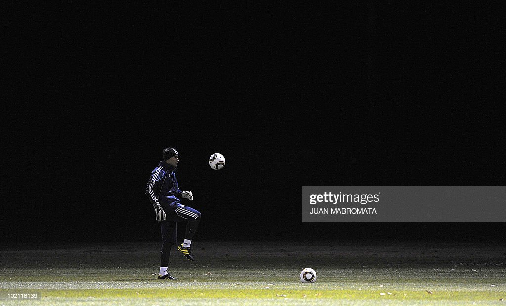 Paraguay's goalkeeper Justo Villar trains at Michaelhouse School in Balgowan on June 15, 2010. The 2010 World Cup hosted by South Africa continues through July 11.