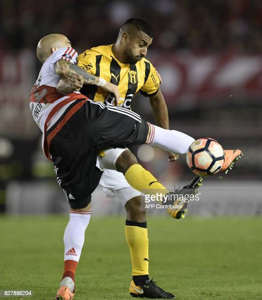 Paraguay's Guarani forward Cristian Chavez vies for the ball with Argentina's River Plate defender Javier Pinola during their Copa Libertadores 2017...
