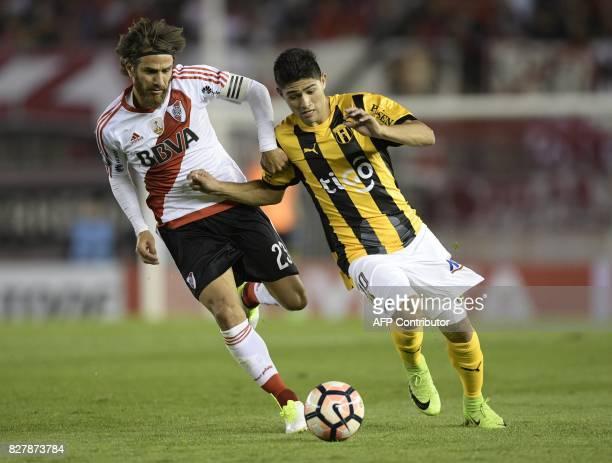 Paraguay's Guarani midfielder Antonio Marin vies for the ball with Argentina's River Plate midfielder Leonardo Ponzio during the Copa Libertadores...