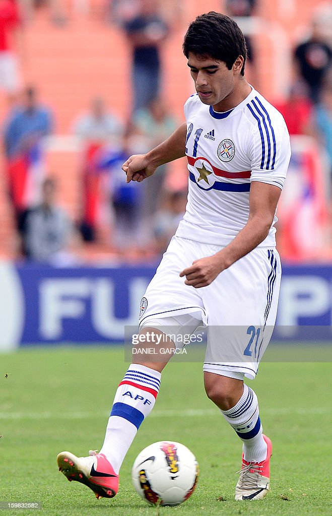 Paraguay's midfielder Brian Montenegro controls the ball during their South American U-20 final round football match against Chile at Malvinas Argentinas stadium in Mendoza, Argentina, on January 20, 2013. Four teams will qualify for the FIFA U-20 World Cup Turkey 2013.