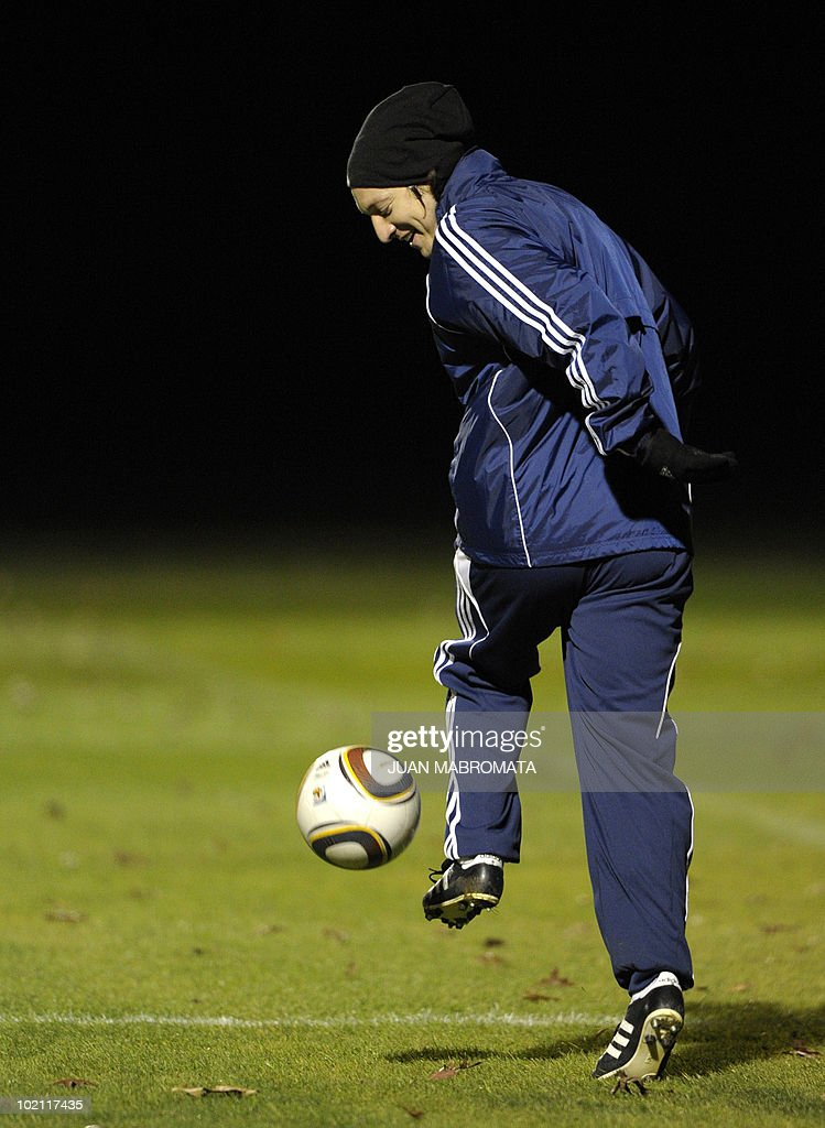 Paraguay's midfielder Edgar Barreto controls the ball during a training session at Michaelhouse school in Balgowan on June 15, 2010 a day after their first match against Italy ended 1-1 and ahead their second 2010 World Cup Group F football match against Slovakia on June 20 at Free State stadium in Bloemfonstein.