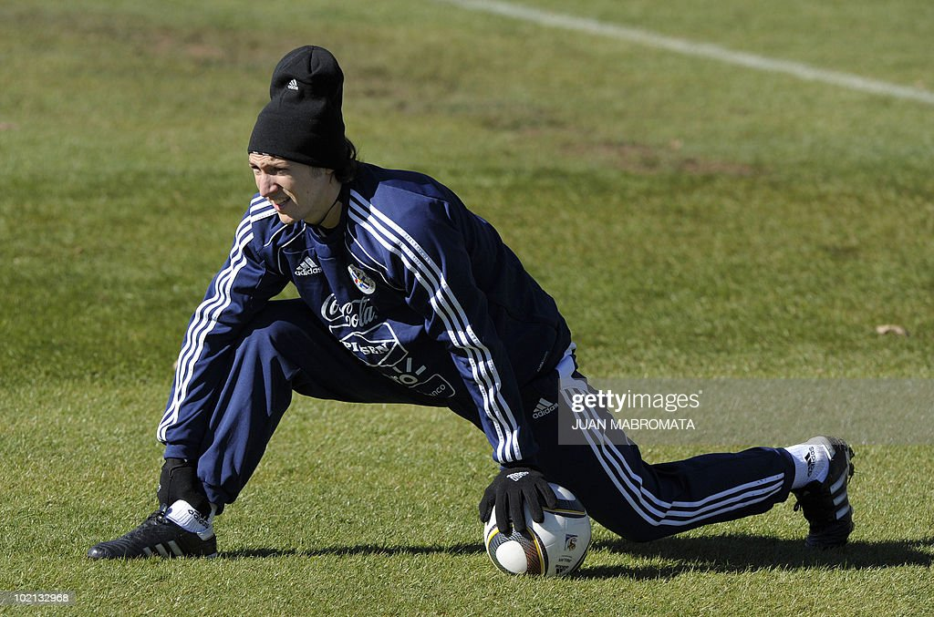 Paraguay's midfielder Edgar Barreto stretches during a training session at Michaelhouse school in Balgowan on June 16, 2010 ahead their second 2010 World Cup Group F football match against Slovakia on June 20 at Free State stadium in Bloemfonstein.