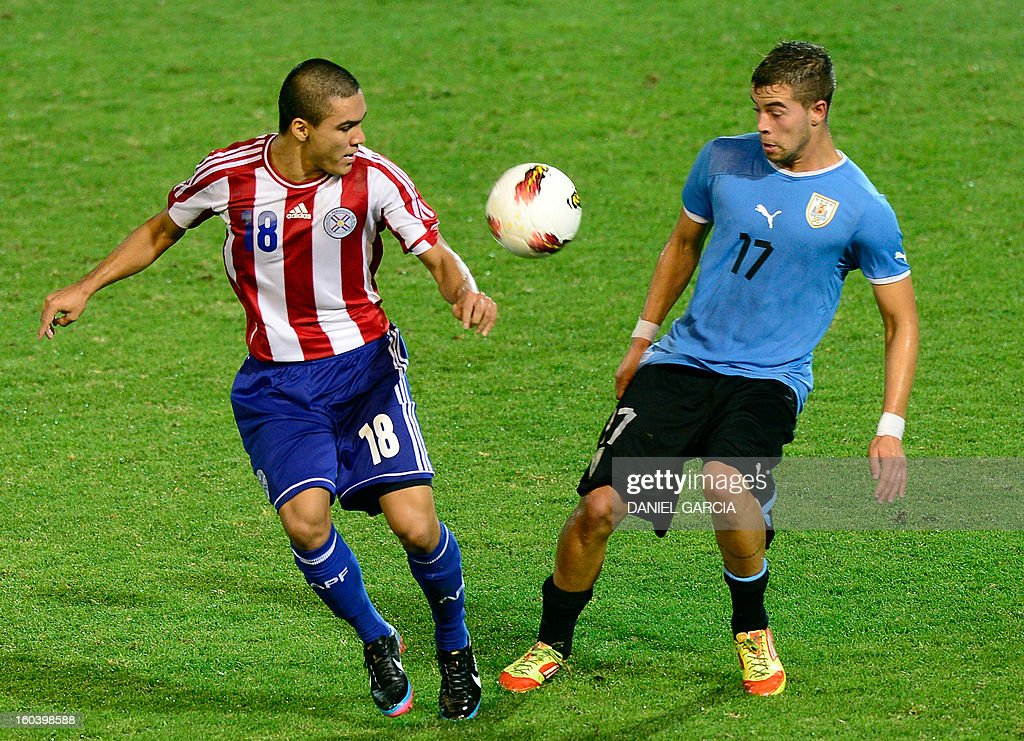 Paraguay's midfielder Jorge Rojas vies for the ball with Uruguay's defender Gianni Danielle Rodriguez during their South American U-20 final round football match at Malvinas Argentinas stadium in Mendoza, Argentina, on January 30, 2013. Four teams will qualify for the FIFA U-20 World Cup Turkey 2013.