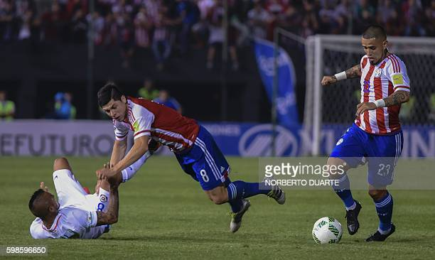 Paraguay's midfielder Oscar Romero controls the ball during the FIFA World Cup 2018 qualifier football match between Paraguay and Chile in Asuncion...