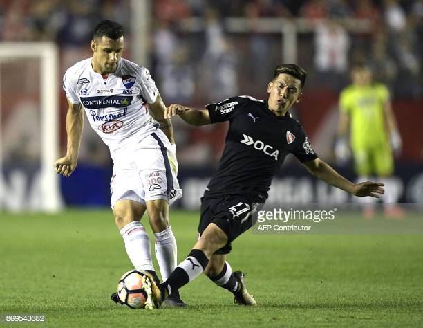 Paraguay's Nacional midfielder Jorge Roa vies for the ball with Argentina's Independiente midfielder Ezequiel Barco during their Copa Sudamericana...