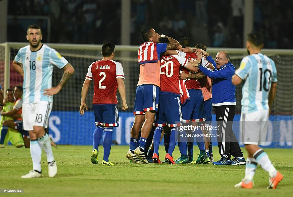 Paraguay's players celebrate their 0-1 team victory against Argentina at the end of their Russia 2018 World Cup football qualifier match in Cordoba, Argentina, on October 11, 2016. / AFP / EITAN