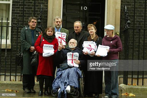 Paralyzed American Vietnam War veteran and antiwar activist Ron Kovic poses without unidentified others outside 10 Downing Street during a...