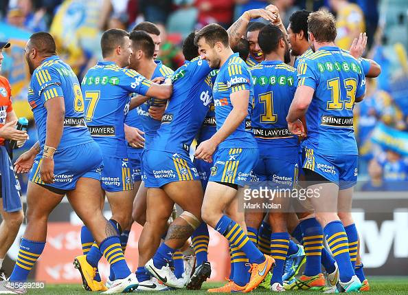 Paramatta celebrate a try by Isaac De Gois during the round 25 NRL match between the Parramatta Eels and the Cronulla Sharks at Pirtek Stadium on...