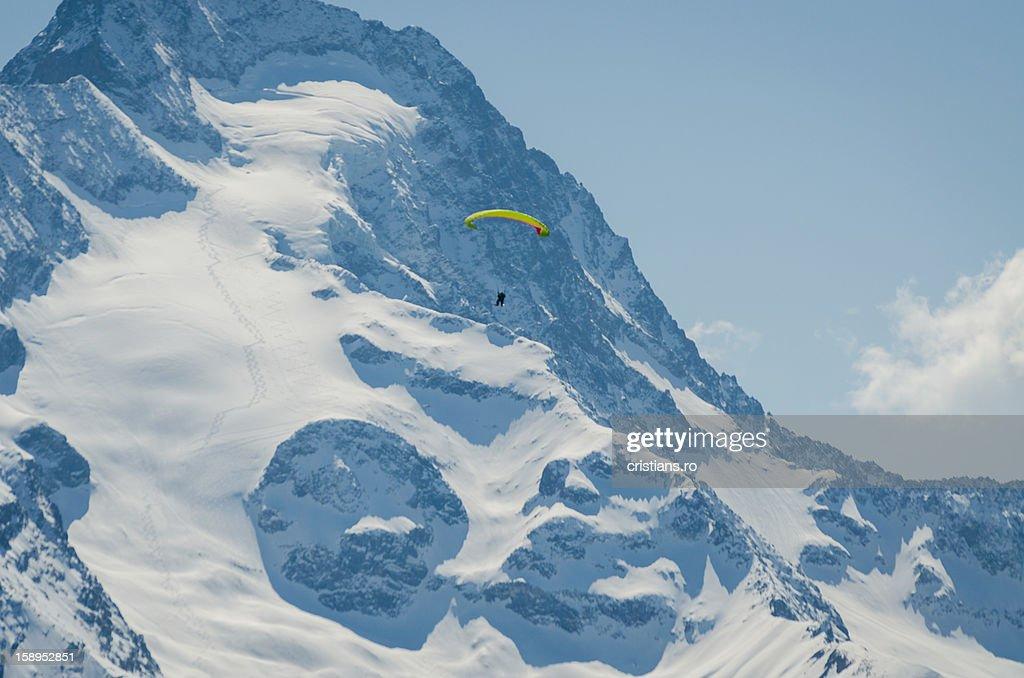 Paraskiing in Alpes : Stock Photo