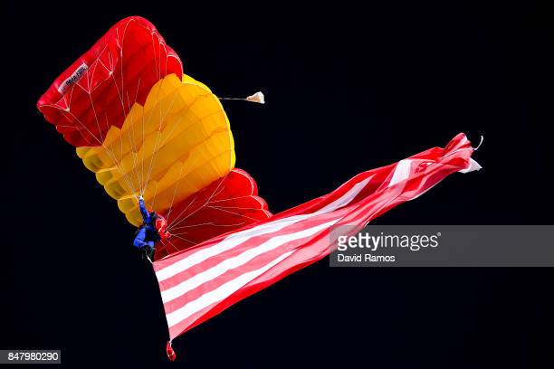 A paratrooper lands on the pitch prior to the La Liga match between Atletico Madrid and Malaga at Wanda Metropolitano stadium on September 16 2017 in...